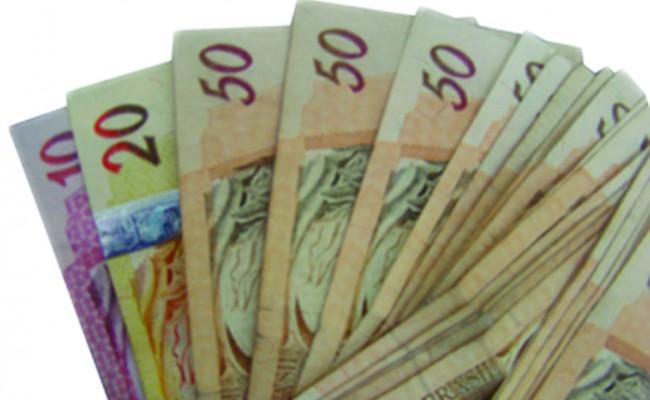 Comerciário deve receber diferenças salariais retroativas a setembro de 2015
